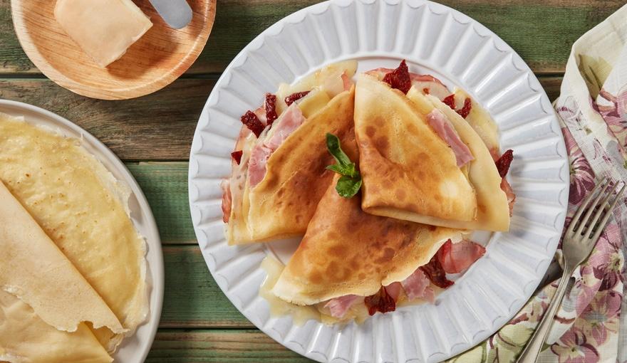 Crêpes ripiene di prosciutto, taleggio e pomodori secchi