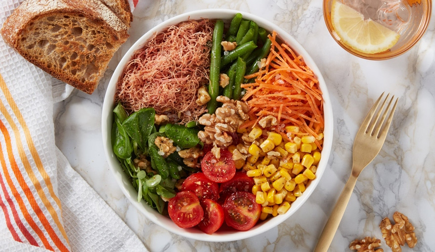 Rainbow Bowl con insalata di carne