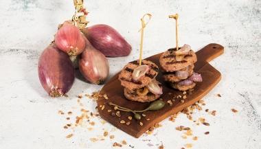 Torrette di mini hamburger con cipolle caramellate
