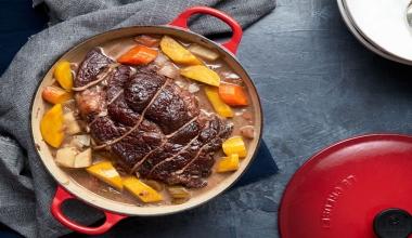 Come cuocere la carne: padella, teglia o cocotte?